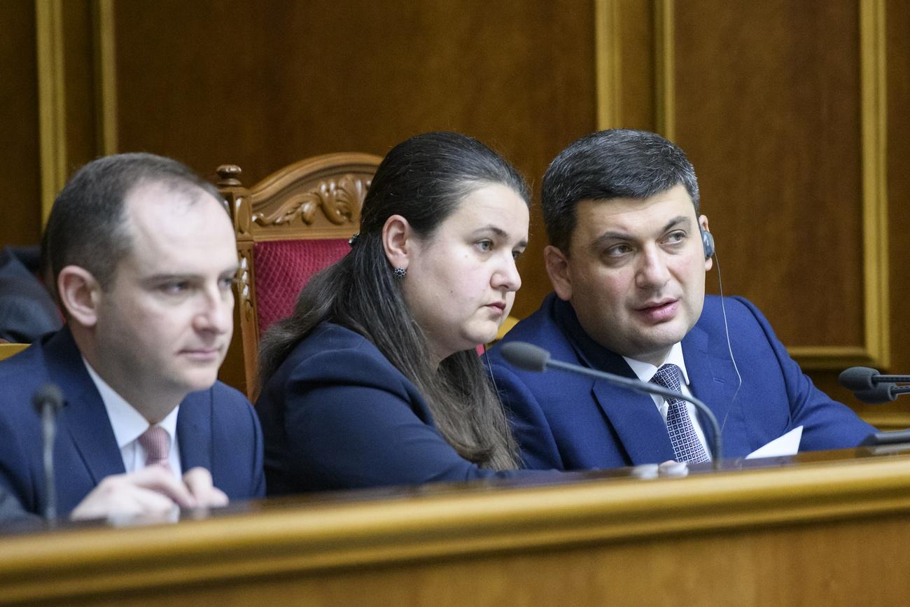 Оксану Маркарову (в центре) считают больше приближенной к премьер-министру Гройсману