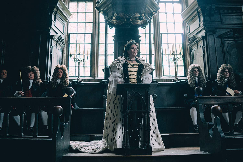 """Для Оливии Колман роль королевы привычна. В сериале """"Корона"""" она исполняет роль Елизаветы II"""