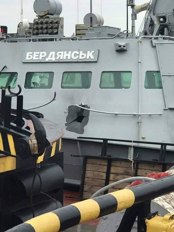 Пробоины в катере «Бердянск» ВМС Украины похожи на следы поражения снарядом от 30-мм автоматической пушки, которая есть на вооружении кораблей ФСБ
