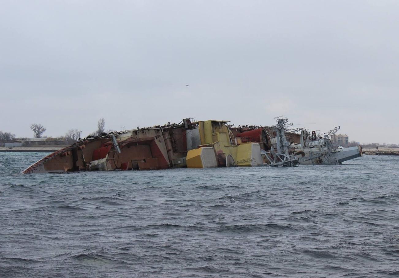 """В 2014 году россияне затопили свой списанный корабль """"Очаков"""", чтобы перекрыть украинским кораблям выход в открытое море"""