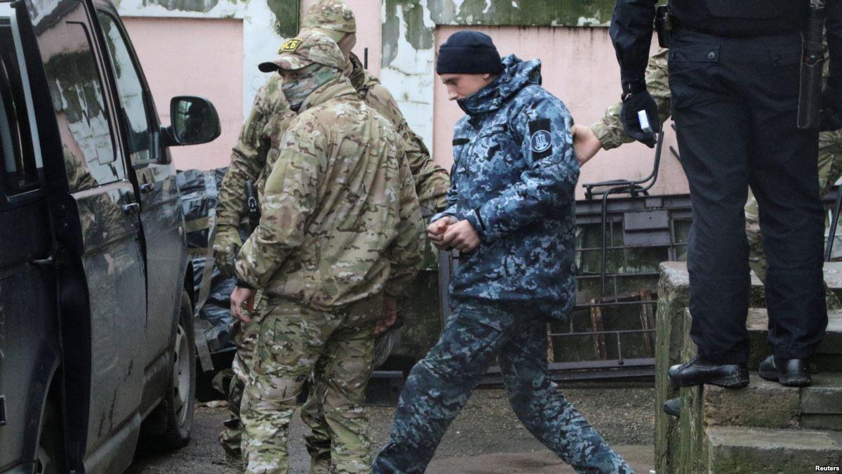 В оккупированном Крыму украинских военных моряков, захваченных ФСБ, арестовали на 2 месяца - до 25 ноября 2019 года