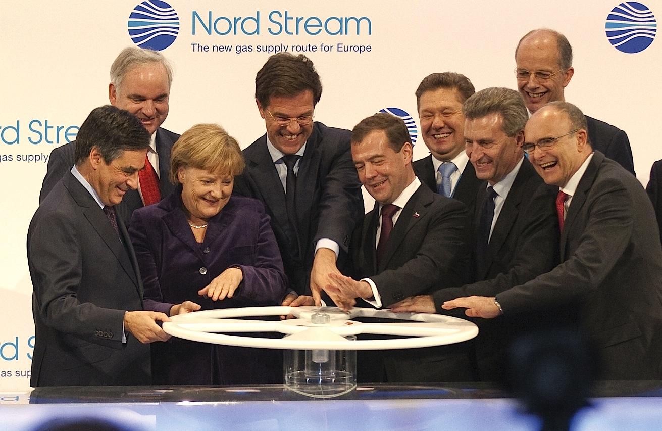 ФРГ с 1970 года крупнейший импортер российского газа. Сейчас Берлин намерен еще и стать крупнейшим его дистрибьютором в ЕС