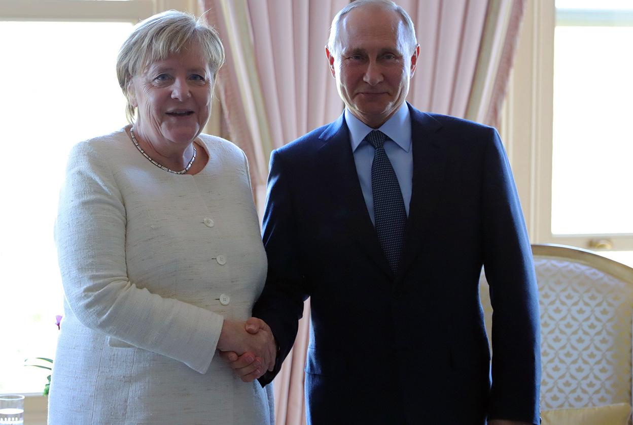 Немецкий канцлер Ангела Меркель и российский президент Путин договорились обсудить инцидент в Керченском проливе на встрече Нормандской четверки с участием Украины