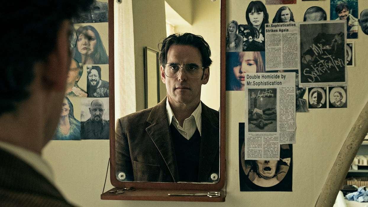 Как и всякий нарцисс, Джек придумывает себе звучный псевдоним (Мистер Утонченность) и собирает заметки о своих преступлениях / IMDB