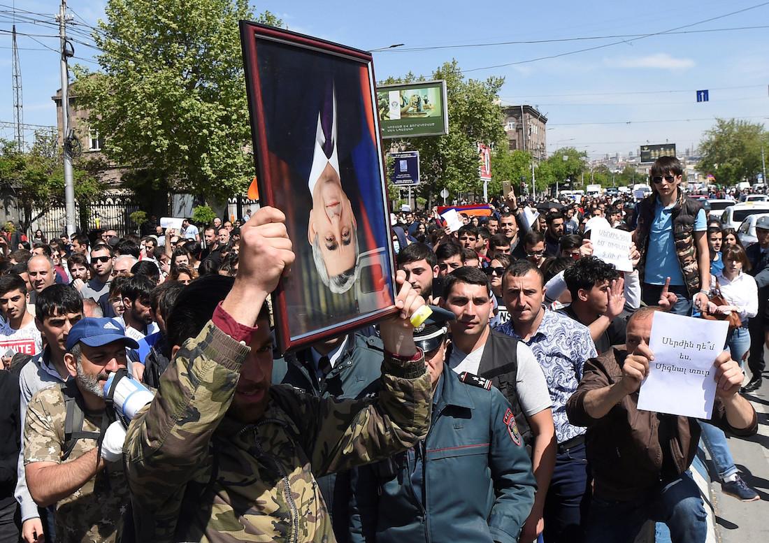 Протесты в Армении против назначения парламентом премьер-министром Сержа Саргсяна, до этого правившего страной два срока на посту президента