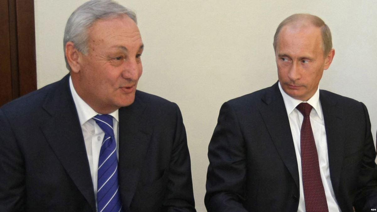 Президента Абхазии (умер в 2011 г.) российская пропаганда называла агентом Грузии только потому, что Кремль хотел видеть во главе непризнанной республики другого политика