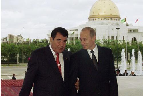 Пожизненный президент Туркменистана Сапармурат Ниязов (умер в 2006 г.) исключил русских практически из всех сфер государственного сектора, а русские язык и культуру – из общественной жизни