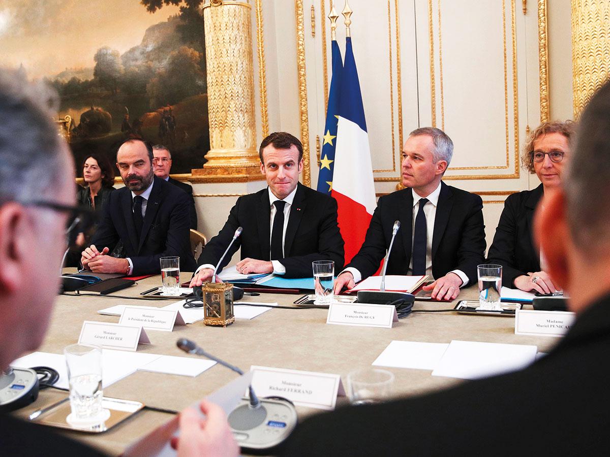 Президент Макрон провел обсудил с лидерами профсоюзов и банкирами, как справедливо распределить налоговую нагрузку на французов