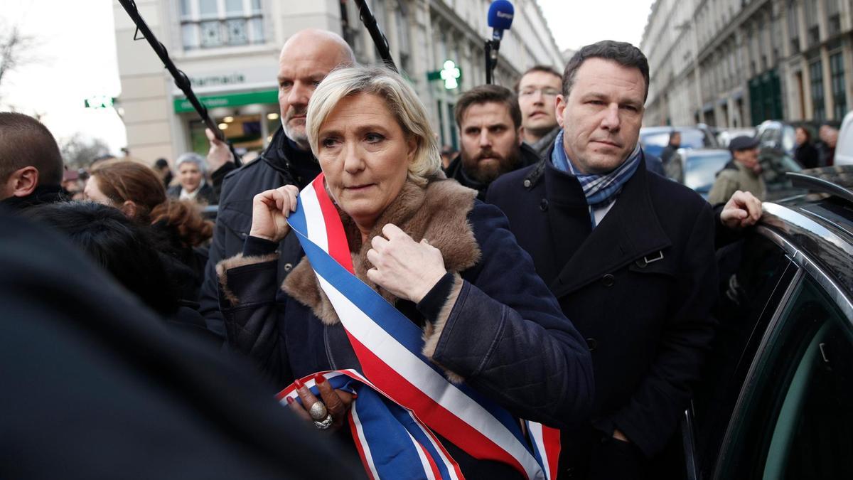 """Лидер правой партии """"Национальный фронт"""" Марин Ле Пен добивается досрочных выборов парламента"""