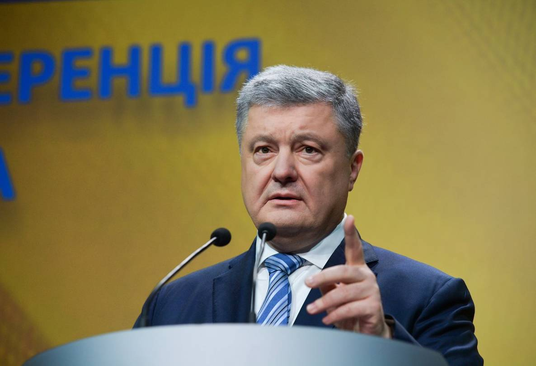 """Президент Порошенко заявил, что если проверки госслужащих покажут наличие российских родственников, то увольнения """"за ним не заржавеют"""""""