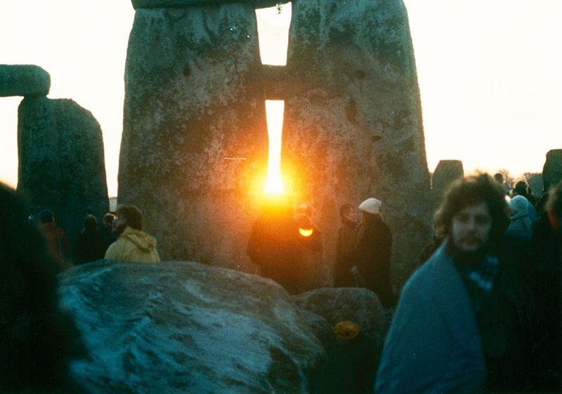 Рассвет в Стоунхендже в день зимнего солнцестояния / Wikipedia
