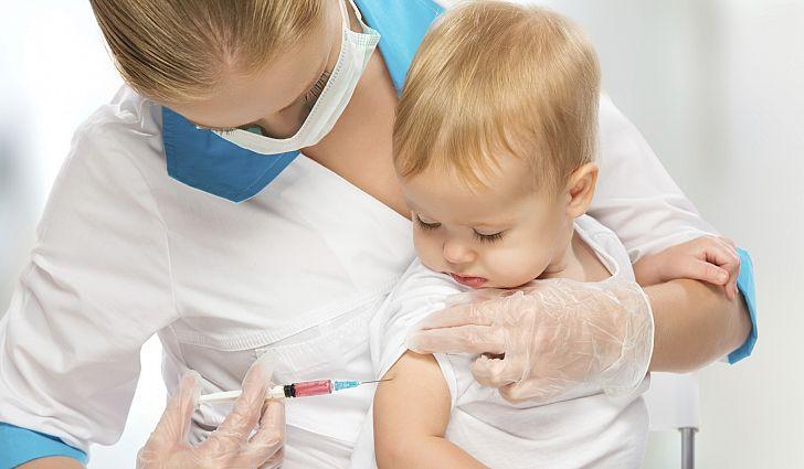 ВОЗ гарантирует, что любая лицензированная вакцина проходит тщательную проверку в рамках нескольких этапов испытаний и только после этого признается пригодной к использованию