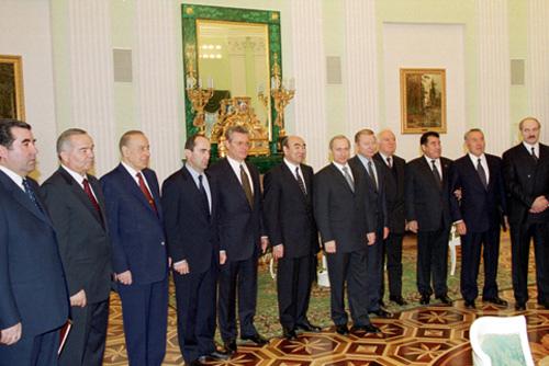 Первые, как, впрочем, и многие вторые руководители постсоветских государств - выходцы из одной советской номенклатуры