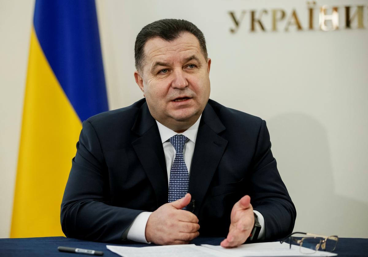 С 1 января министр обороны Полторак сменил военный мундир на гражданский костюм