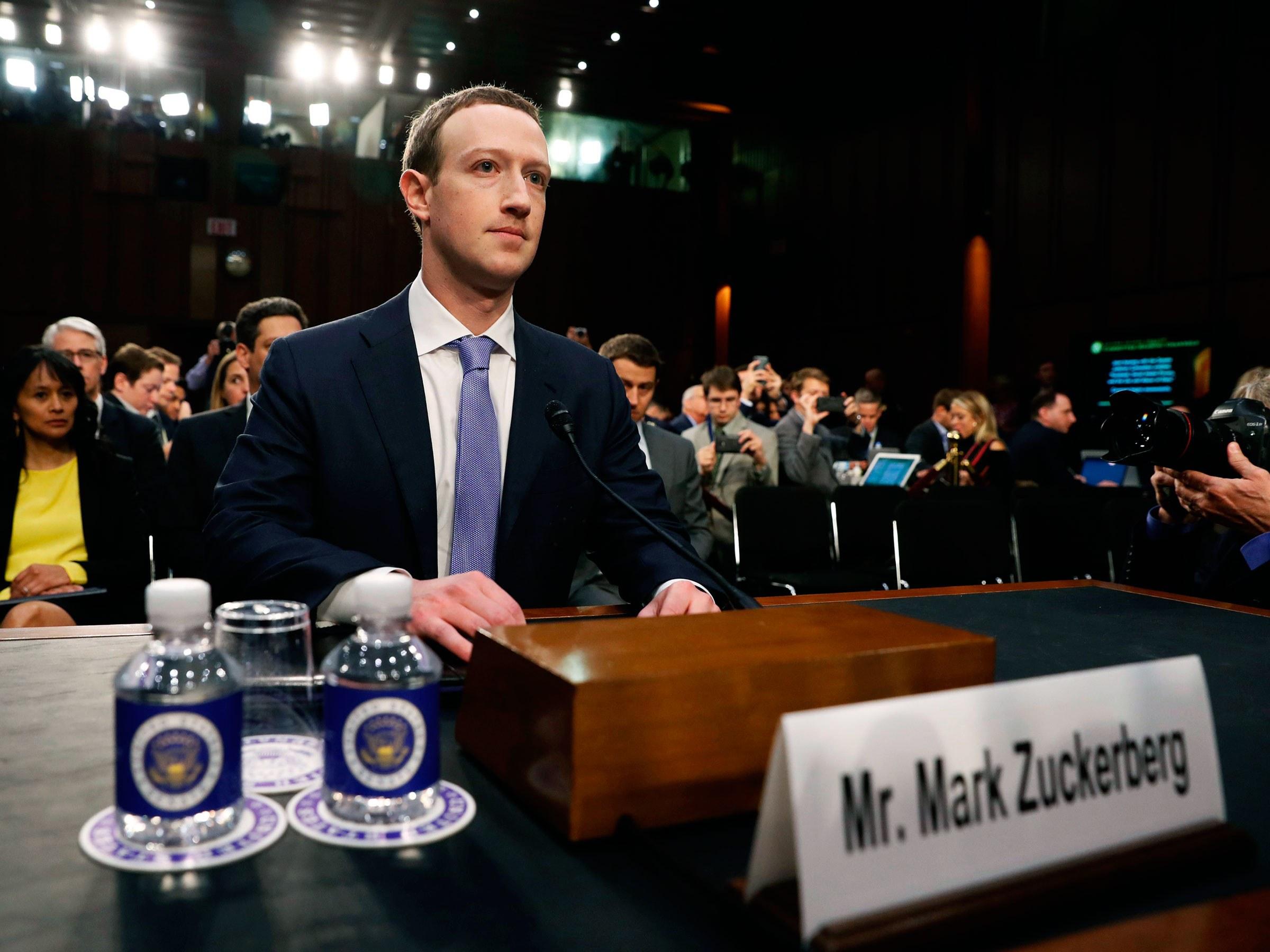 В апреле 2018 года глава Facebook Марк Цукебрег выступил перед Конгрессом США с извинениями за утечку персональных данных миллионов пользователей