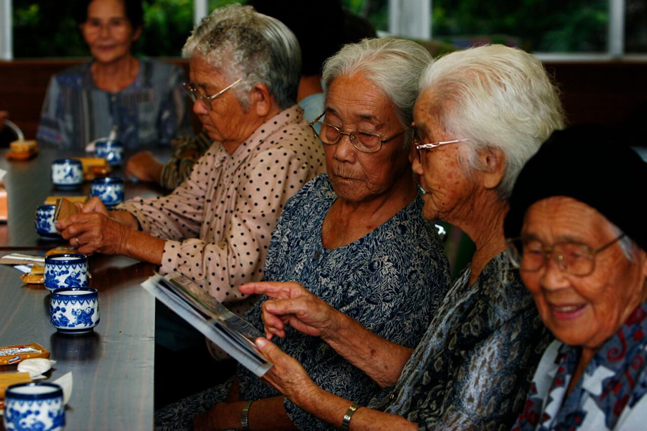 Жители Окинавы остаются социально активными даже в пожилом возрасте