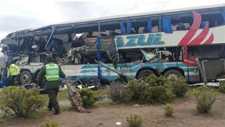 ВБоливии впропасть упал автобус сфутболистами