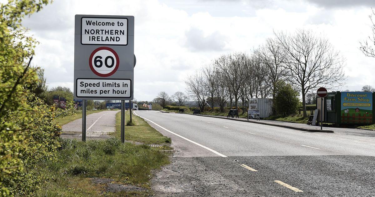 С 1998 года граница между Северной Ирландией и Ирландией, которая остается в ЕС, открыта