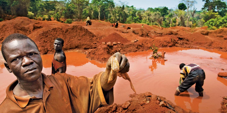 Добыча танталовых руд в Демократической Республике Конго / Newsweek