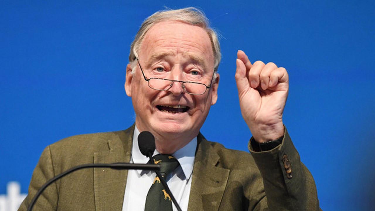 Лидер правой партии «Альтернатива для Германии» Александер Гауланд считает, что президент Макрон, который не способен поддержать порядок в своей стране, не может навязывать немцам свое видение будущего Германии