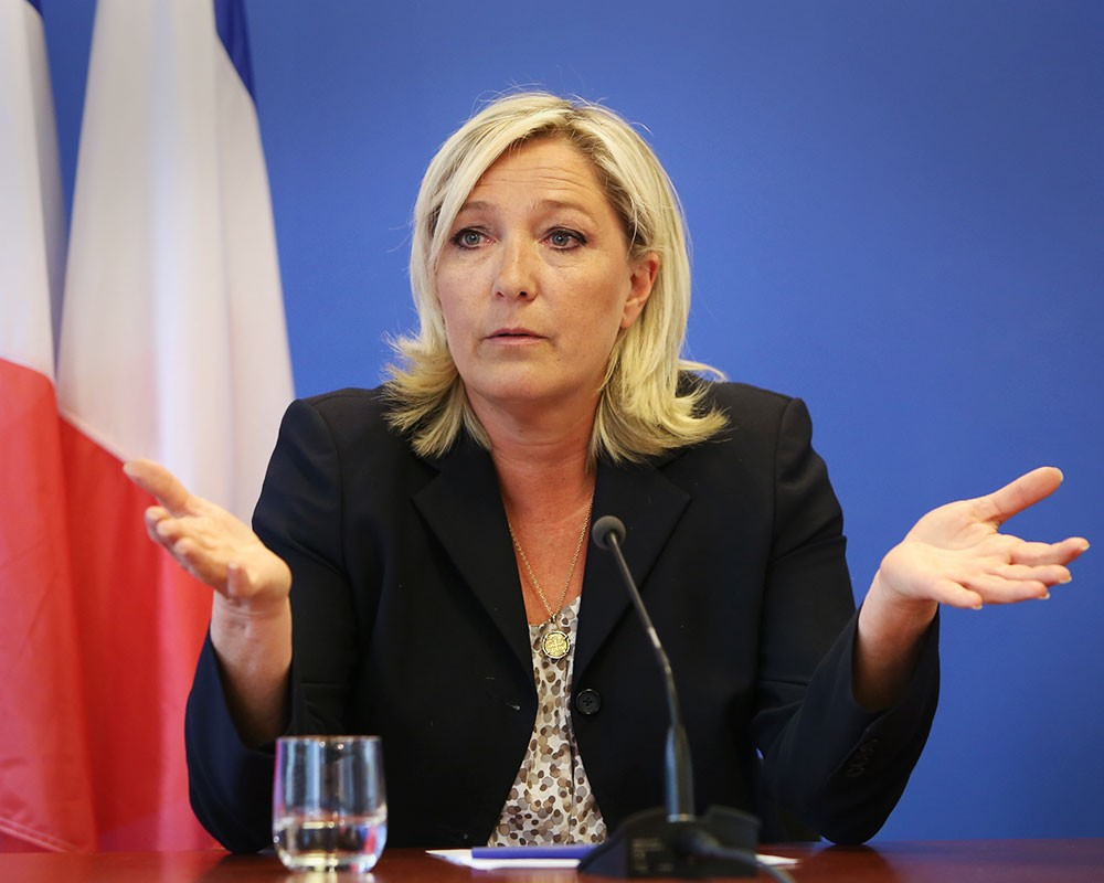 Лидер лидер ультраправого «Национального фронта» Марин Ле Пен заявляет, что подписание Макроном Ахенского договора граничит с государственной изменой