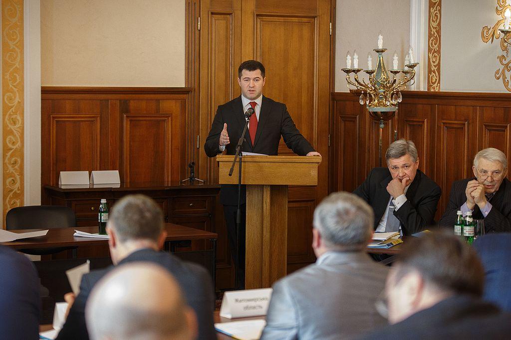 Глава ГФС Украины Роман Насиров был обвинен в 2017 году в злоупотреблении служебным положением. Уже в декабре 2018 года суд восстановил его в должности