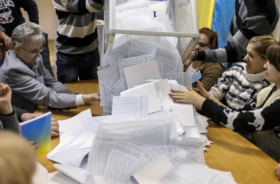 """Если бы не фактор технических кандидатов, то большое количество представителей в избирательных комиссиях могло повысить """"чистоту"""" волеизъявления."""