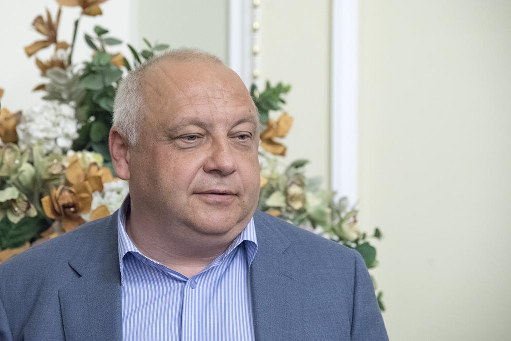 Игорь Грынив – главный политтехнолог избирательной кампании Петр Порошенко. Ему принадлежит центр «Социс», опубликовавший соцопрос, в котором президент - на втором месте по рейтингу кандидатов в президенты