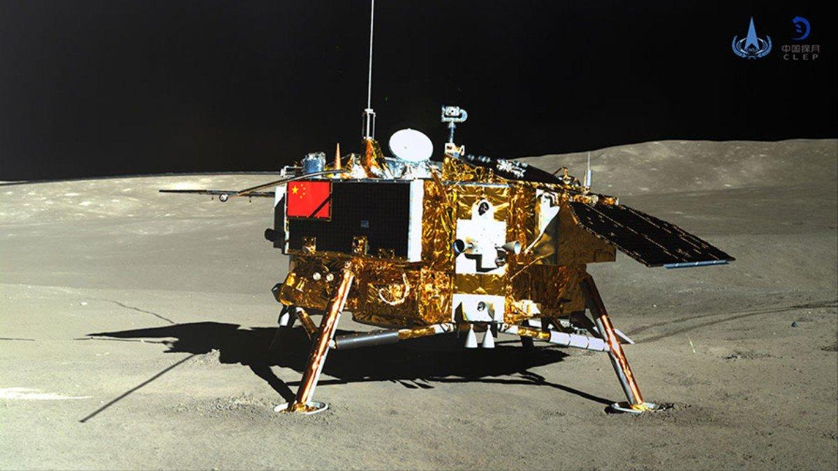 "Китайский аппарат ""Чанъэ-4"" на обратной стороне луны / CNSA"