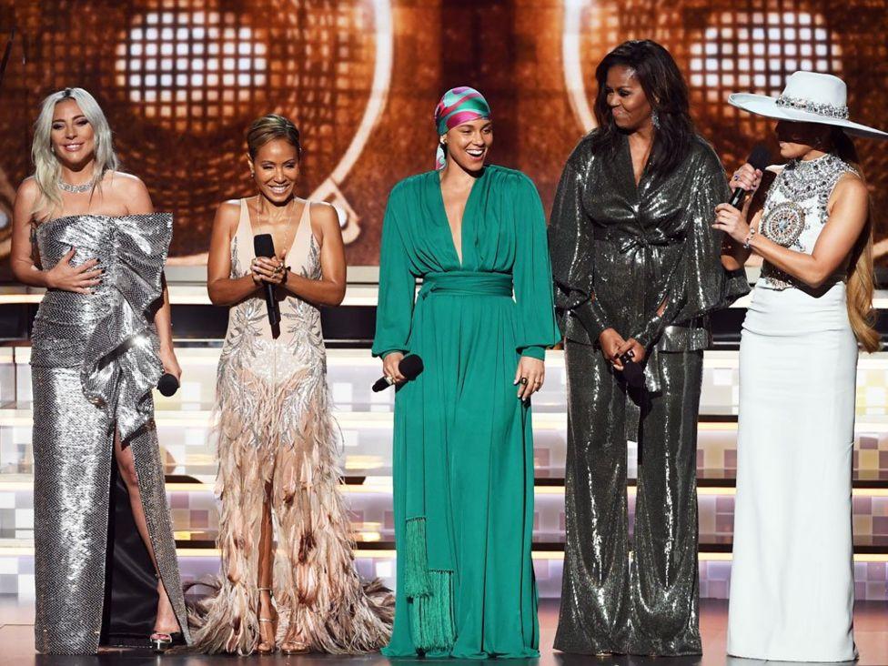 """Леди Гага, Джада Пинкетт Смит, Алиша Киз, Мишель Обама и Дженнифер Лопес открыли церемонию награждения """"Грэмми-2019"""""""
