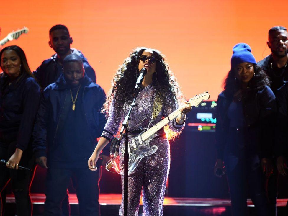 21-летняя певица H.E.R. получила награду за лучший R'n'B-альбом