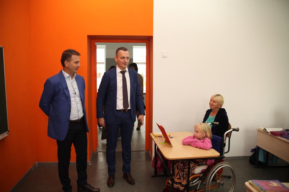 Юрий Голик (в центре)