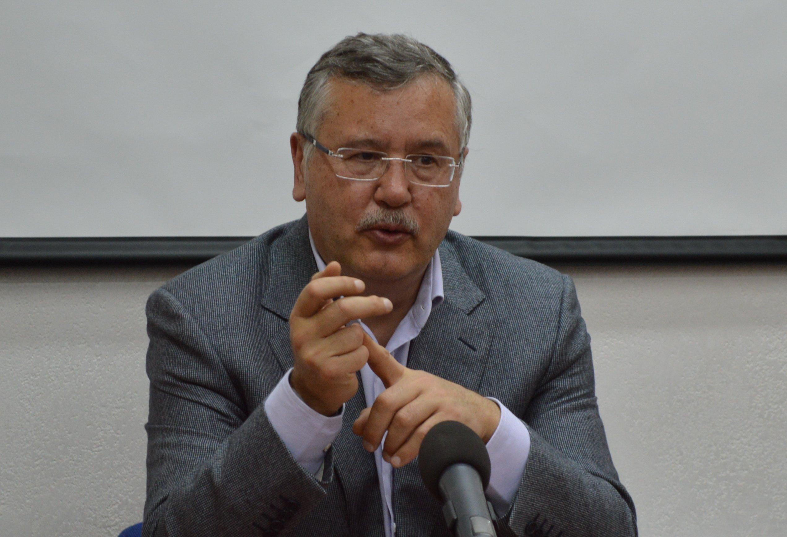Анатолий Гриценко заявляет, что власть выделила 2 млрд гривен на скупку голосов избирателей за Петра Порошенко