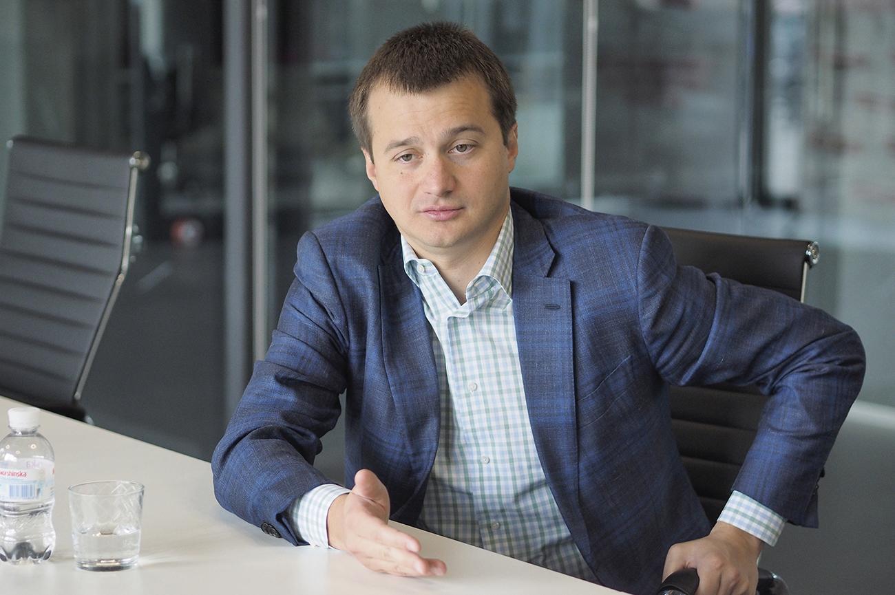 Один из руководителей предвыборного штаба Порошенко Сергей Березенко выступает за то, чтобы ЦИК разрешила на этих выборах президента оплачивать услуги агитаторов из предвыборного фонда кандидата