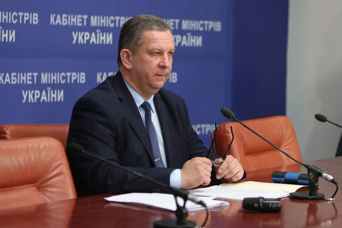 Министр социальной политики Андрей Рева, похоже, намерен объявить любую индивидуальную деятельность трудовой повинностью, обложив ее налогами