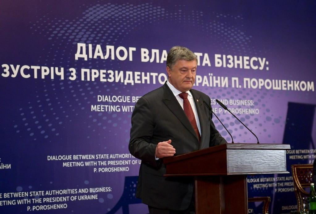 Эксперты сомневаются, что президент Порошенко не знал об инициативе министра Ревы обложить бизнес поборами и штрафами