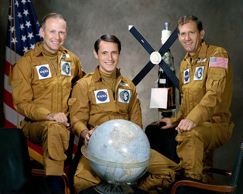 28 декабря 1973 года члены экипажа космической станции «Скайлэб» Джеральд Карр, Эдвард Гибсон и Уильям Поуг выключили радиосвязь с наземным пунктом управления NASA. Они отказались от коммуникаций с центром управления и не выполнили задачи миссии
