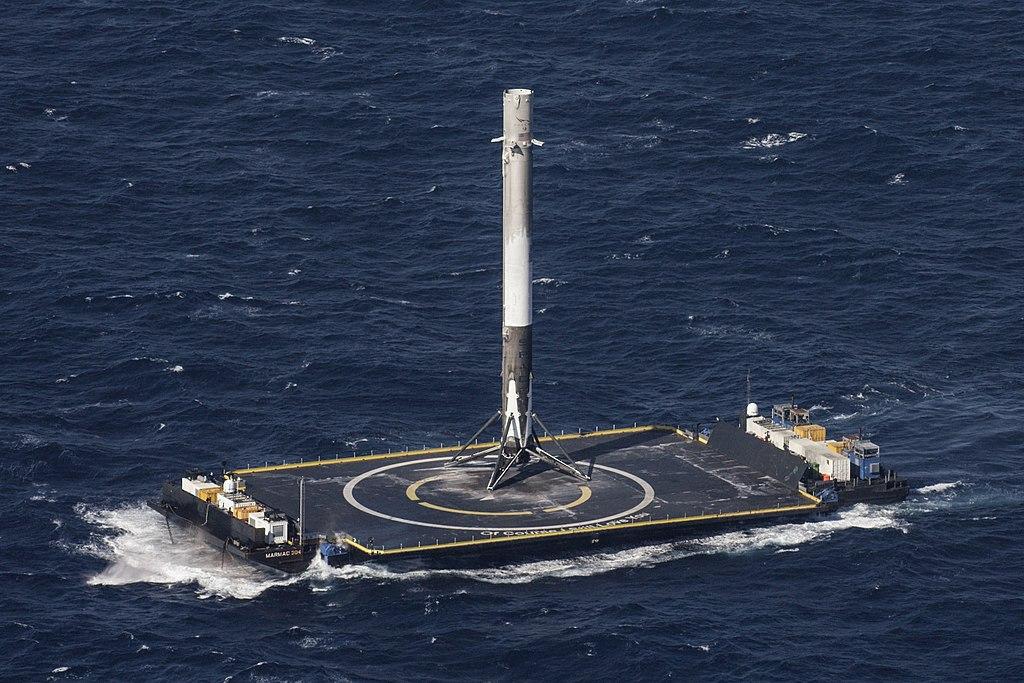 Первая ступень Falcon 9 на барже ASDS после первой успешной посадки в море, миссия CRS-8, 2016