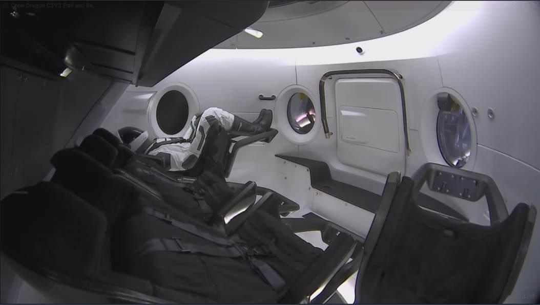 Тестовый полет нового корабля SpaceX Crew Dragon был беспилотным, чтобы уберечь астронавтов от возможной аварии