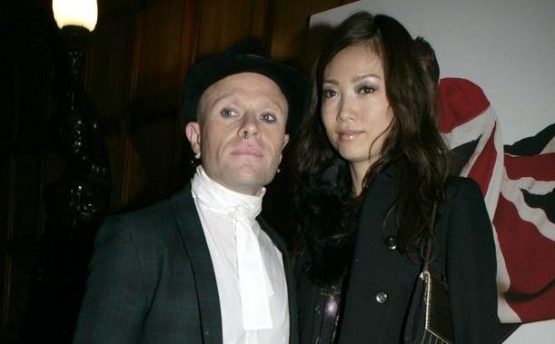 Кит Флинт с женой Маюми Кай