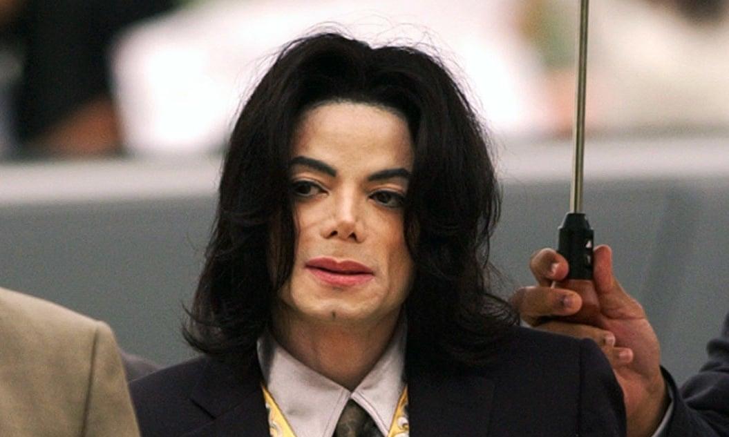 Майкл Джексон в 2005 году во время судебных слушаний по делу о растлении несоврешеннолетнего