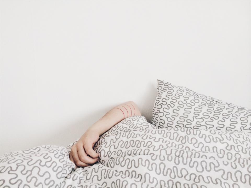 Режим еды, сна и физической активности следует контролировать
