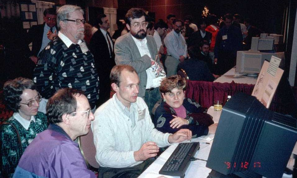 Бернерс-Ли демонстрирует всемирную паутину делегатам на конференции «Гипертекст 1991» в Сан-Антонио, штат Техас