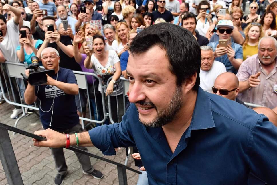 Не предоставив доказательств, министр внутренних дел Италии Маттео Сальвини заявил, что прививки могут быть опасными