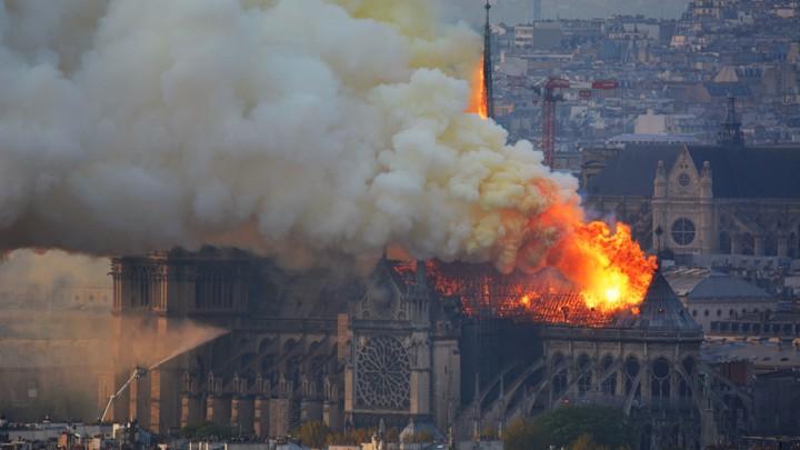 Пожар в Соборе Парижской Богоматери 15 апреля / AP