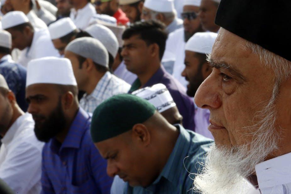 Мусульмане молятся во время Ураза-байрам в Коломбо, Шри-Ланка / The Conversation / EPA