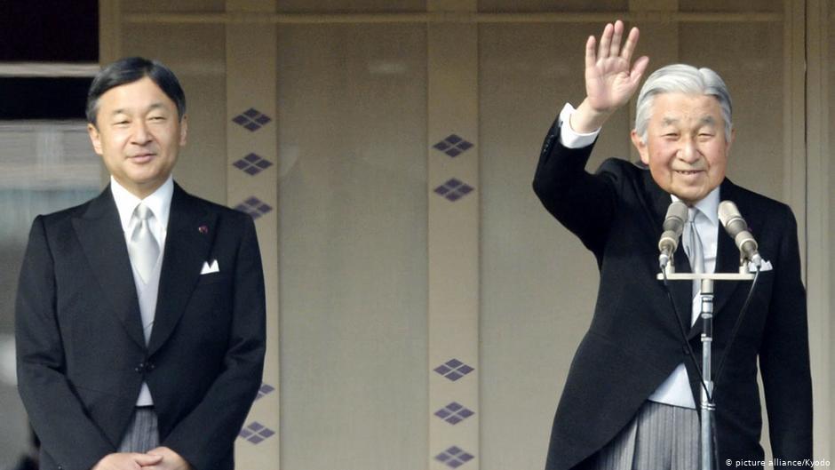 Наследный принц Нарухито (слева) и отрекшийся император Акихито (справа)