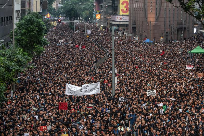 Мирная демонстрация в Гонконге 17 июня