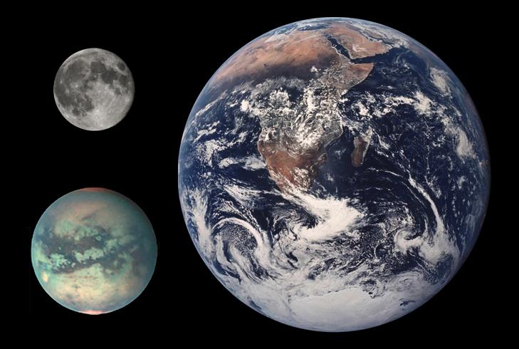 Сравнение размеров Земли, Луны и Титана (внизу)